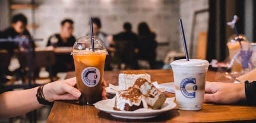 kéo khách quán cà phê