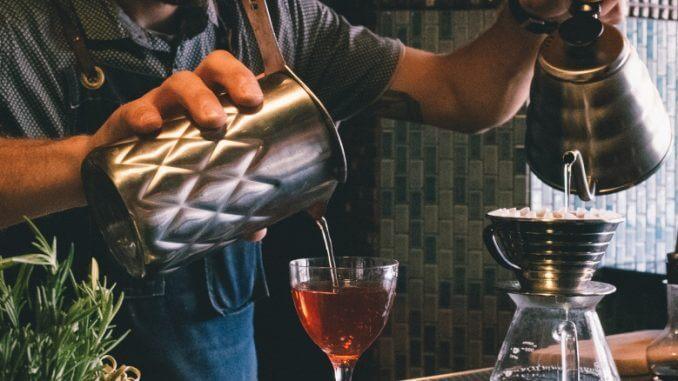 sự khác biệt giữa bartender và barista