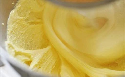 làm kem bắp trang trí bánh