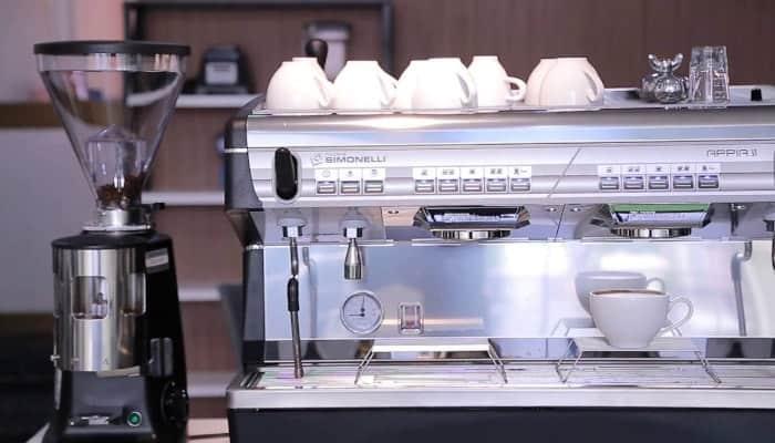 Cách sửa máy pha cafe hợp lý nhất đó là nhấn cafe ở mức độ vừa phải nhất nhé