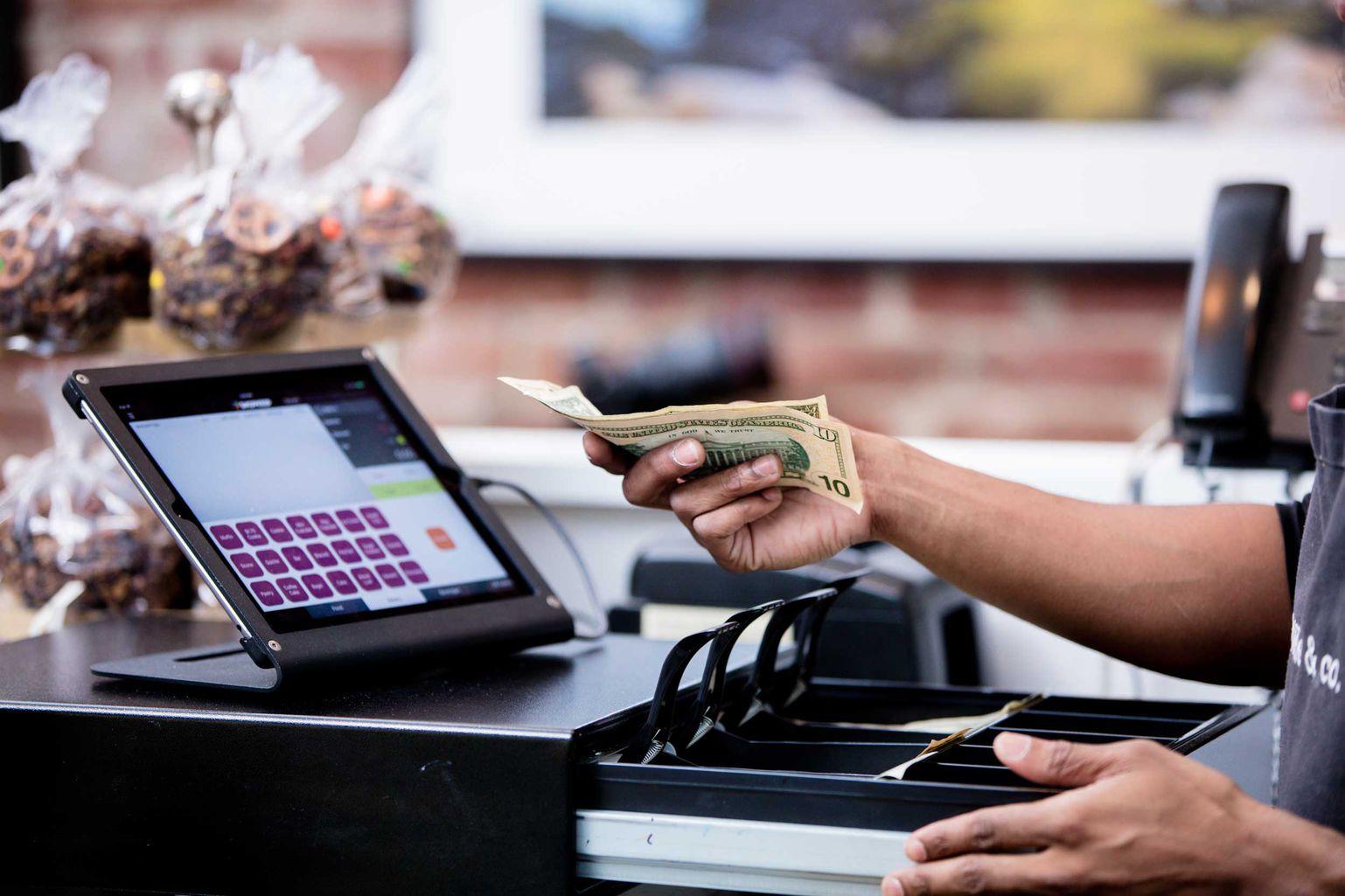 Chọn mua máy tính tiền cho quán cà phê