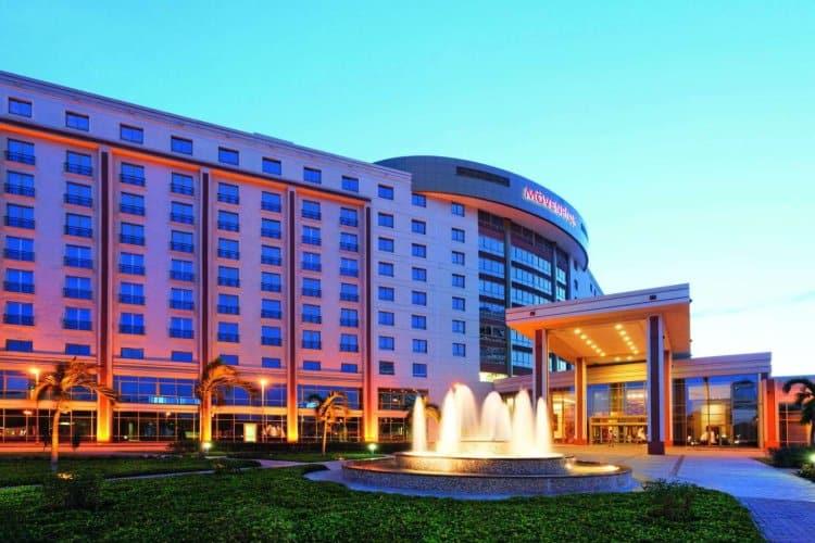 Khái niệm, đặc điểm của khách sạn thương mại là gì
