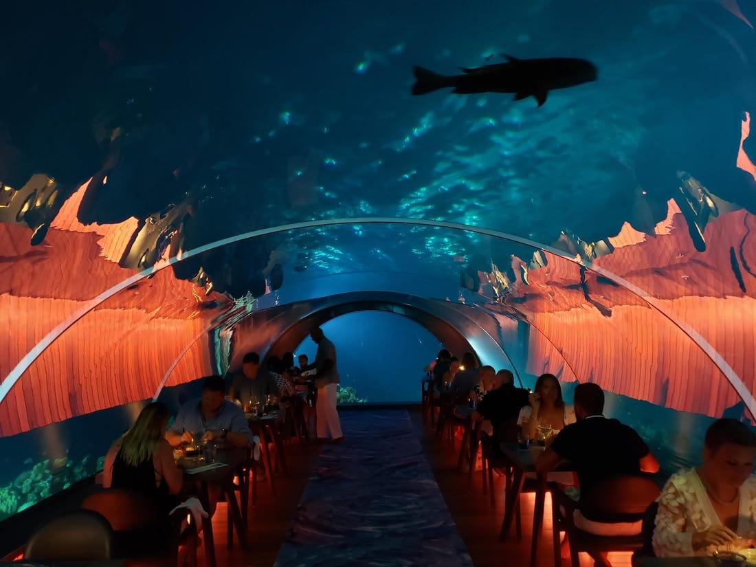 Nhà hàng dưới biển đầu tiên trên thế giới ở nước nào?