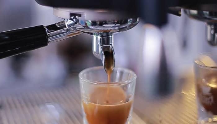 Nếu cafe không chảy ra phải lập tức kiểm tra đã có nước chưa để tránh phát sinh những lỗi khó sửa chữa hơn