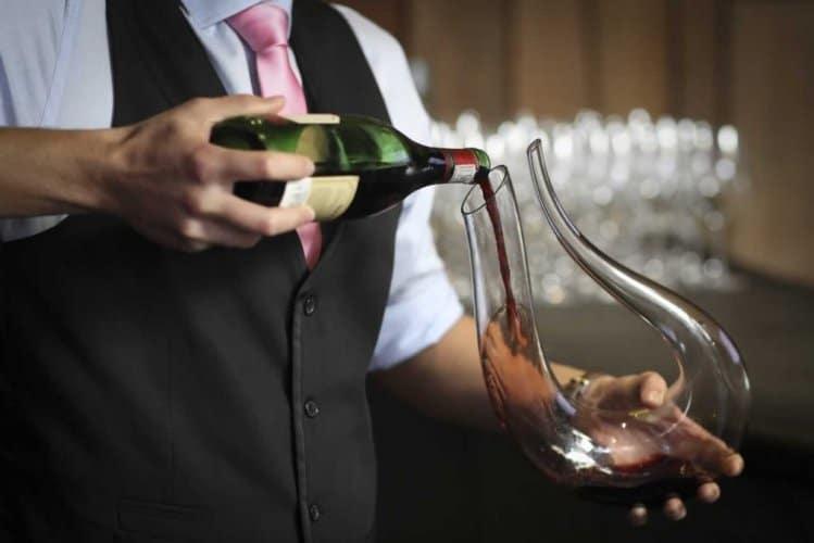 Tham khảo quy trình phục vụ rượu vang hiện nay